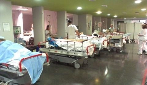 El turista apuñalado se encuentra estable tras ser atendido en el hospital de Son Espases, aunque su estado es de gravedad