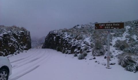 La Serra de Tramuntana ha amanecido cubierta de blanco (Foto: Francisco Segui)