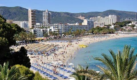 Miles de turistas británicos acuden cada verano de vacaciones a esta zona de Calvià (Foto: Express.co.uk)