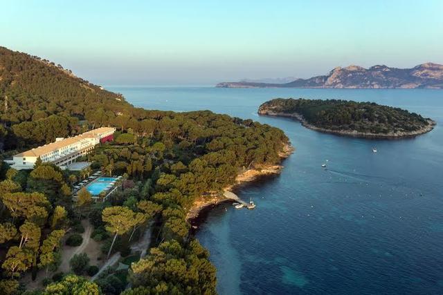 Aparcamiento de pago en la zona protegida de Formentor
