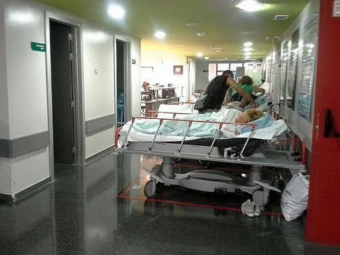 La mujer ha sido trasladada con urgencia a Son Espases (Foto: Archivo)