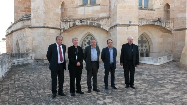 Sesenta grupos electrógenos han llegado hoy a Menorca con el objetivo de restablecer el suministro eléctrico (Foto: Endesa)