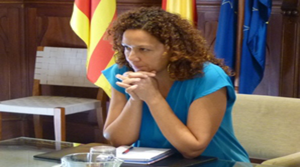 La presidenta del Consell de Mallorca, Catalina Cladera, ejerciendo su derecho (Foto: PSOE Mallorca)