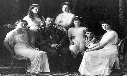 11.11.15 La-familia-del-zar-Nicolas-II-y-su-hija-Anastasia