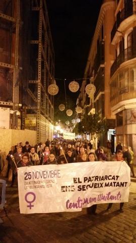 Casi trescientas personas se manifiestan en el 25N  en Palma