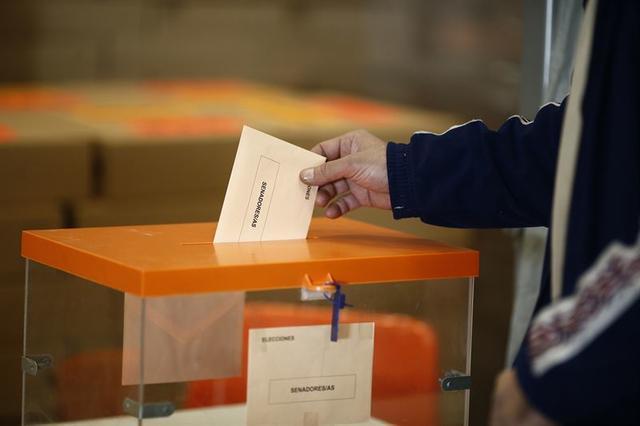 urna elecciones papeleta comicios senado 20D Foto: Europa Press