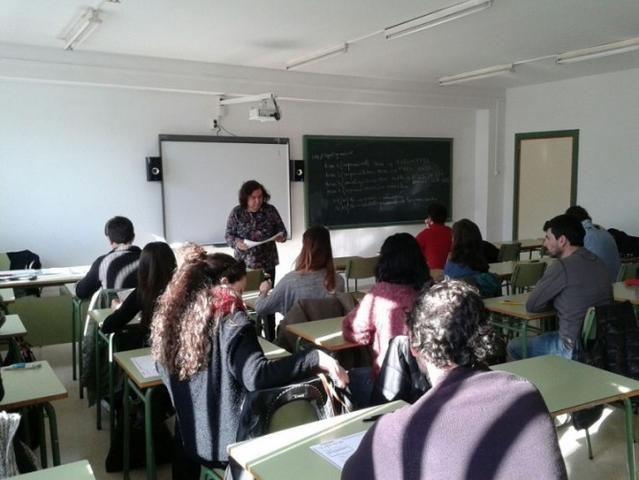 profesor-docente-aula-clase-alumno-estudiante-escuela-colegio