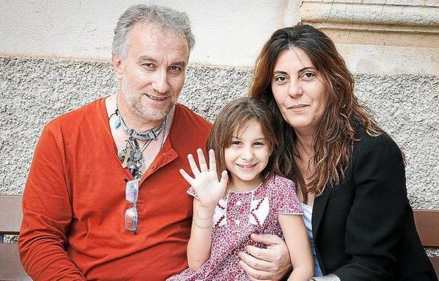 Nadia Nerea con sus padres