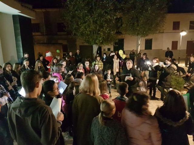 Los villancicos inundan la 'Festa del Comerç'