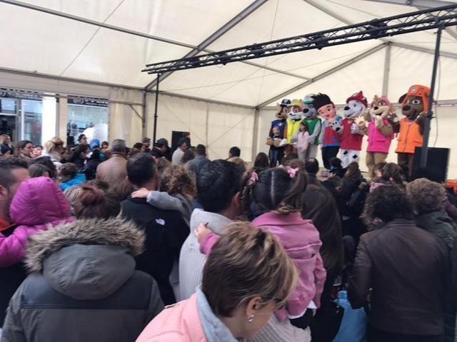 El alcalde de Inca acompañado de colaboradores de las fiestas