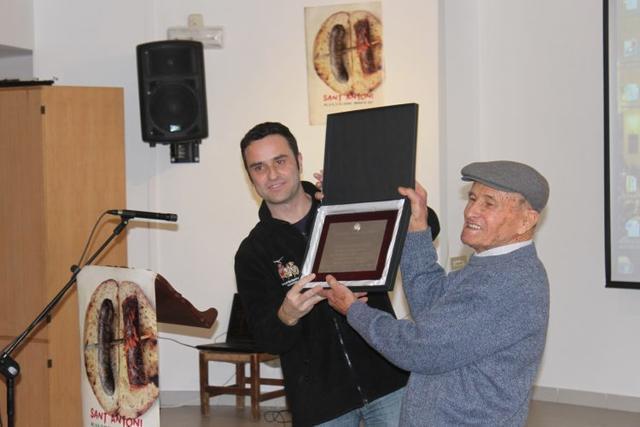 Antoni Riera 'Boveret' recoje la Insignia de Oro del Patronato de Sant Antoni