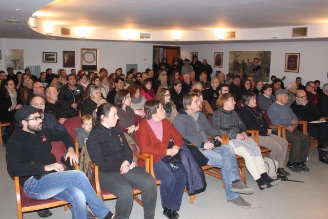 La presentación del programa de fiestas fue multitudinaria