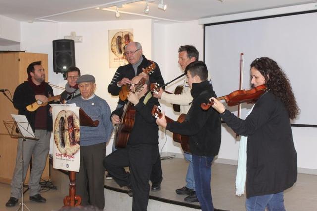 Los 'sonadors' tocaron sus instrumentos ante el público asistente