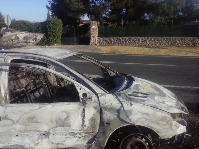 140517 coche quemado ctra sineu 2