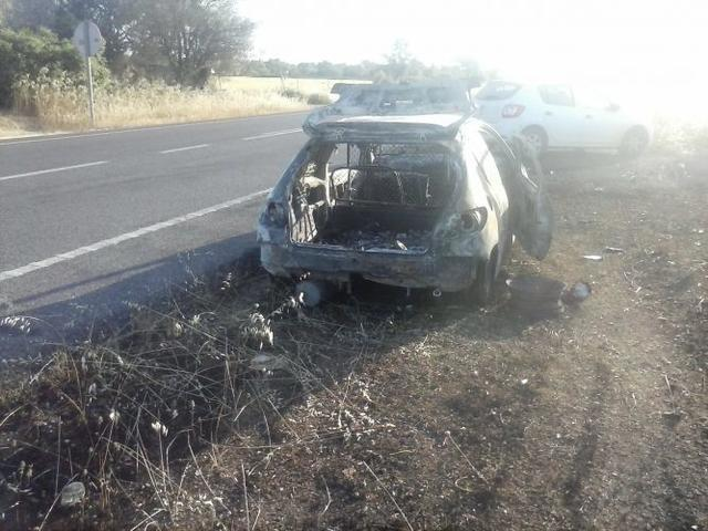 140517 coche quemado ctra sineu 3