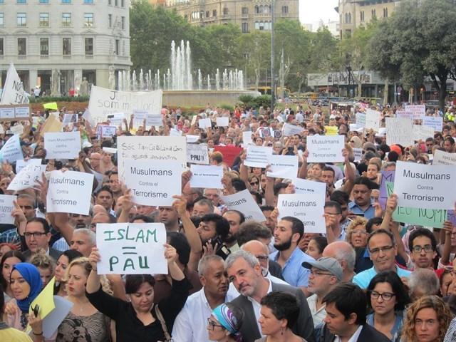 210817 musulmanes contra terrorismo barcelona 2