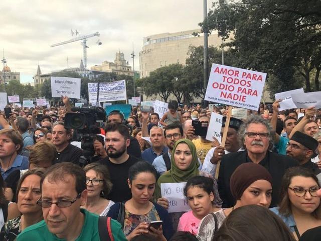 210817 musulmanes contra terrorismo barcelona