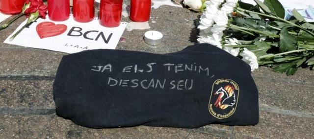 230817 mensaje de los Mossos en el altar atentado barcelona
