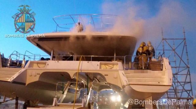 171017 incendio en catamaran Bombers 4