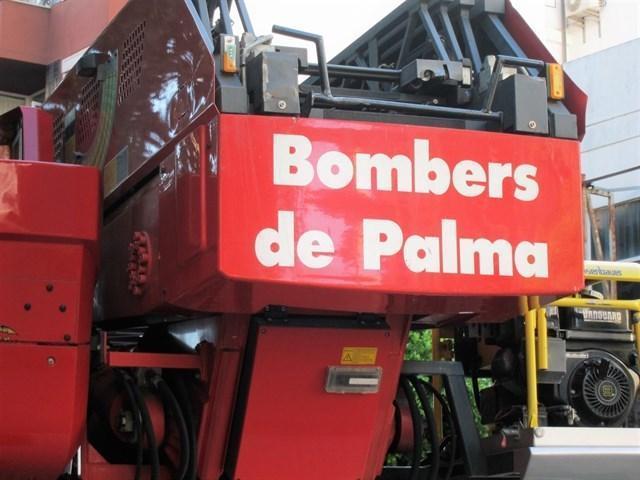 Camiones de los Bombers de Palma en el Parc de Son Malferit (Foto: Archivo)