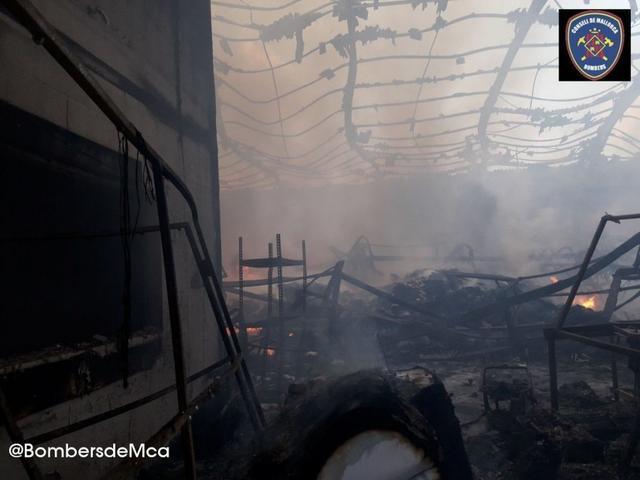 El incendio ha tenido lugar a las 02.30 horas de la madrugada (Foto: Bombers de Palma)
