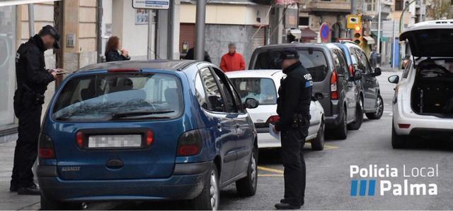 control de la policia de palma en la plaza sant antoni en los taxis Kundas para ir a por droga