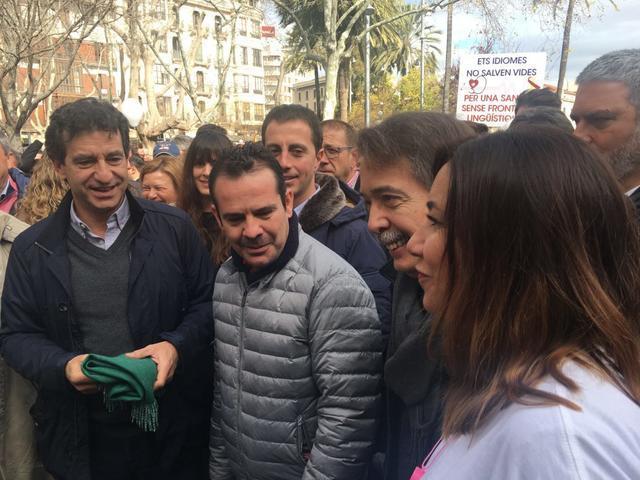 Manifestación Mos Movem requisito catalan Ursula Mascaró Biel Company Xavier Pericay