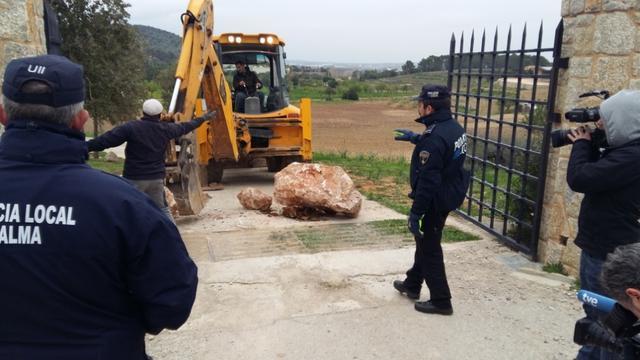 obertura camino can Mallol policia excabadora