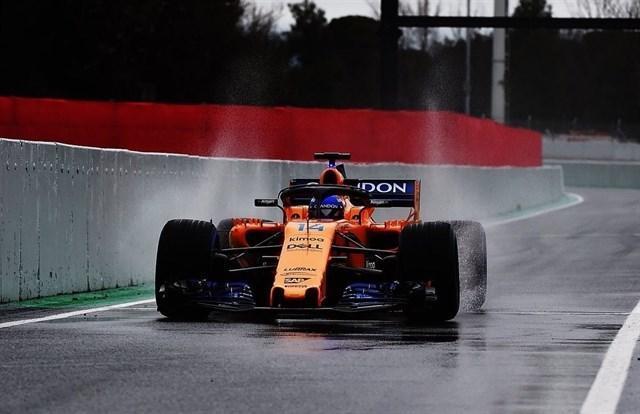 Fernando Alonso ha comenzado del peor modo posible los segundos entrenamientos libres de este miércoles de las 500 Millas de Indianápolis