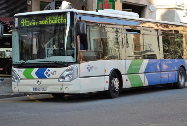 Esta mañana sólo han operado 44 conductores, lo pactado en los servicios mínimos (Foto: Archivo)