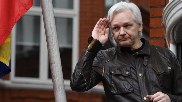 Julian Assange en la embajada de Ecuador