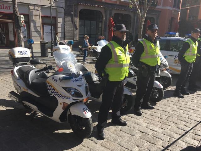 Policia Local Palma refuerzo verano coche agente motos