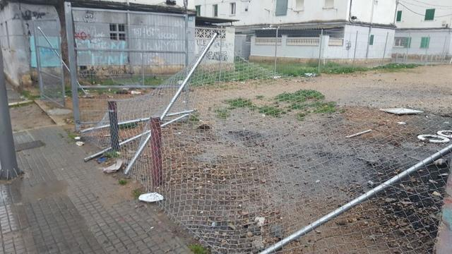 Valla metalica solar municipal camp redó caida