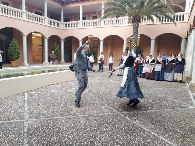 Miquel Ensenyat president Consell Mallorca bailando ball de bot