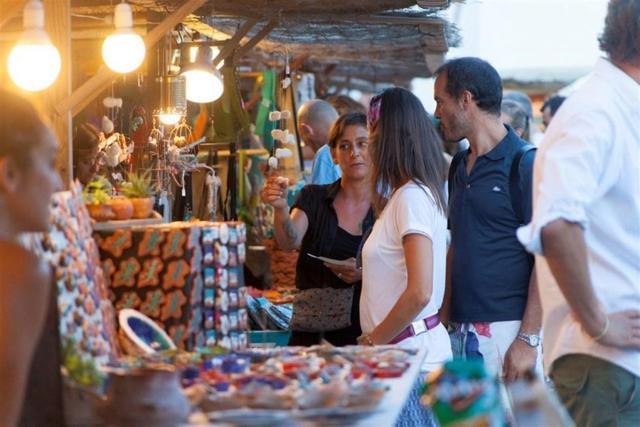 Mercadillo Mercado Feria artesanal puesto turista turismo vacaciones