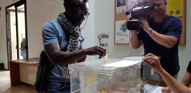 Guillem Balboa votando en las primarias
