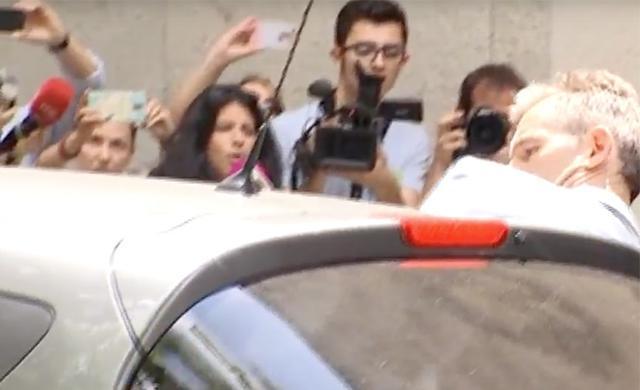 Urdangarin se mete en el coche
