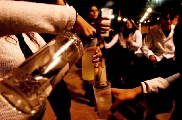 Foto: Archivo/ Hospital Ruber Juan Bravo. Jóvenes consumiendo alcohol a altas horas de la noche
