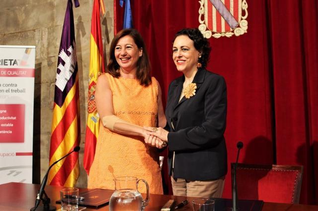 La ministra Magdalena Valerio con Francina Armengol en el Consolat
