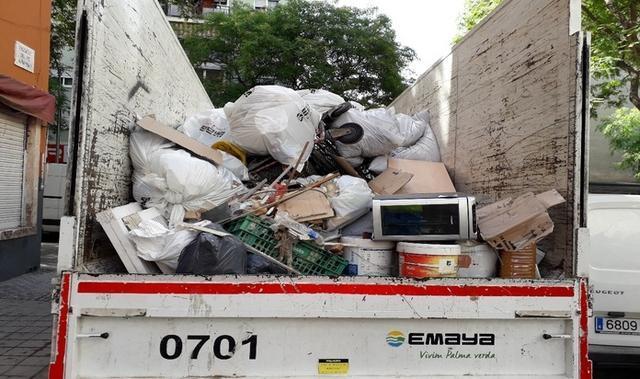 Los residuos han sido depositados en camiones (CORT)