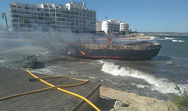 Incendio embarcaciones Ibiza 2