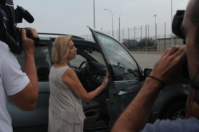 Después de 5 años encerrada, Munar sube al coche que la llevará con su familia