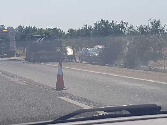 El vehículo ha sido devastado por las llamas