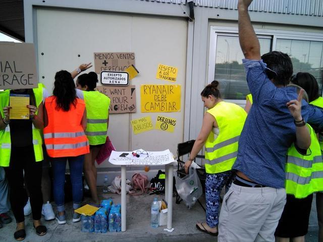 Trabajadores de Son Sant Joan de Ryanair durante la huelga del pasado mes de julio (MallorcaConfidencial)