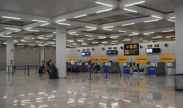 Pasajeros de Ryanair en el aeropuerto de Palma durante la última huelga (Foto: Lluis FGM)