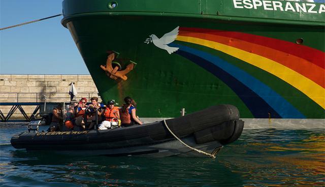 Playa den Bossa, Ibiza, Greenpeace, GEN-GOB, Oceana y Terraferida se unen para denunciar todas las amenazas a las que se enfrenta la posidonia