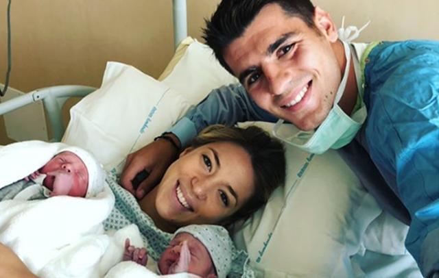 El futbolista Álvaro Morata y Alice Campello, padres de gemelos