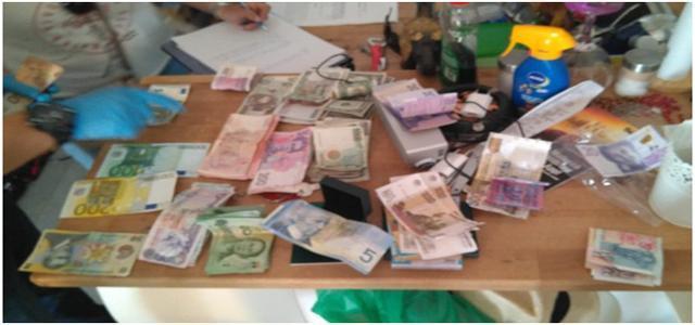 Parte del botín encontrado por la Guardia Civil en el domicilio de Magaluf donde vivían los miembros de la banda
