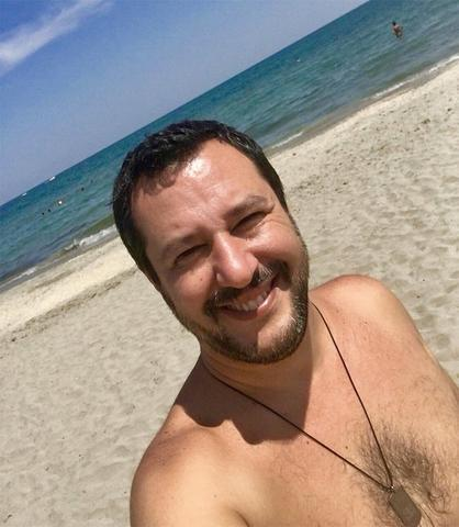 El ministro italiano de Interior Matteo Salvini, en  la Romagna (Foto: Twitter)