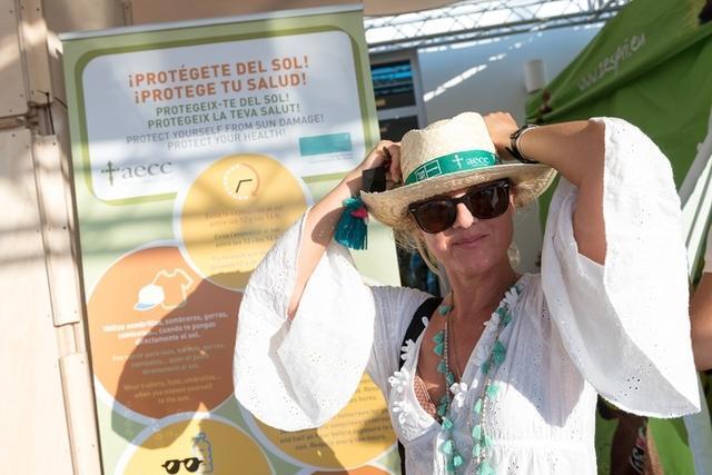 Profesionales y voluntarios de la Junta Provincial de Baleares informaron sobre los servicios que ofrece (Foto: AECC Baleares)